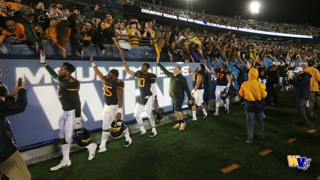 Mountaineers stay put in AP poll